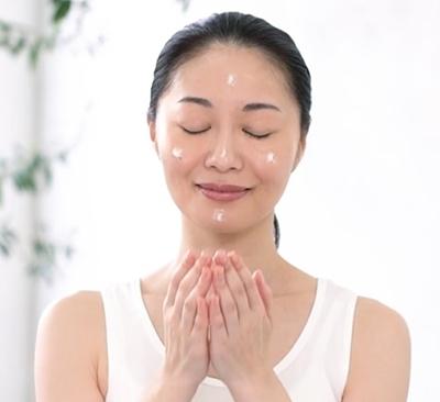 hazumie はずみへ 口コミ 効果 大正製薬 オールインワンジェル美容液 はずみえ 3プッシュ塗る